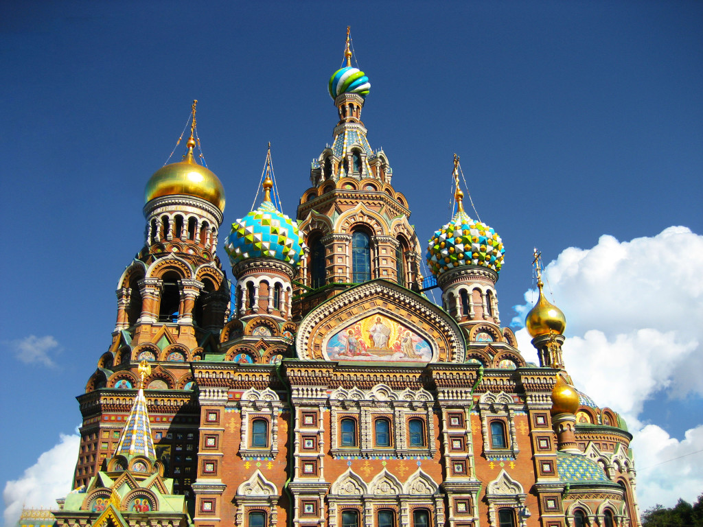 What to do in St. Petersburg in 1 day? Visit the famous landmark of St. Petersburg, the Savior on Blood Cathedrale.