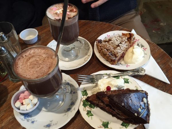 Dublin is a great winter destination for your Christmas trip. Forget about the Christmas market but read my 5 reasons why you should go to Dublin in December and visit Queen of Tarts