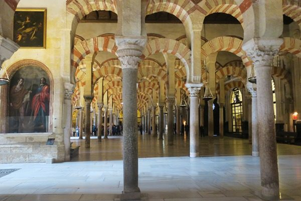 If you travel to Spain and wonder how much time you need to spend in Cordoba, then I give you some tips on the things to do in one day in Cordoba.