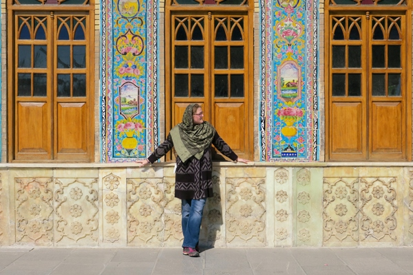 How to get your Iran visa on arrival at Tehran airport. I got my Iranian visa and explored the Golastan Palace in Tehran.