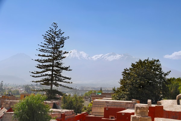 People who travel to Peru quickly overlook Arequipa. Arequipa has a lot to offer and I share my 7 appealing arguments to travel to Arequipa Peru.