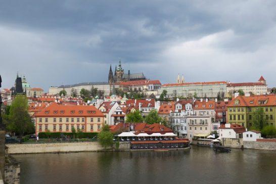 Free Walking Tour vs Paid Tour of Prague
