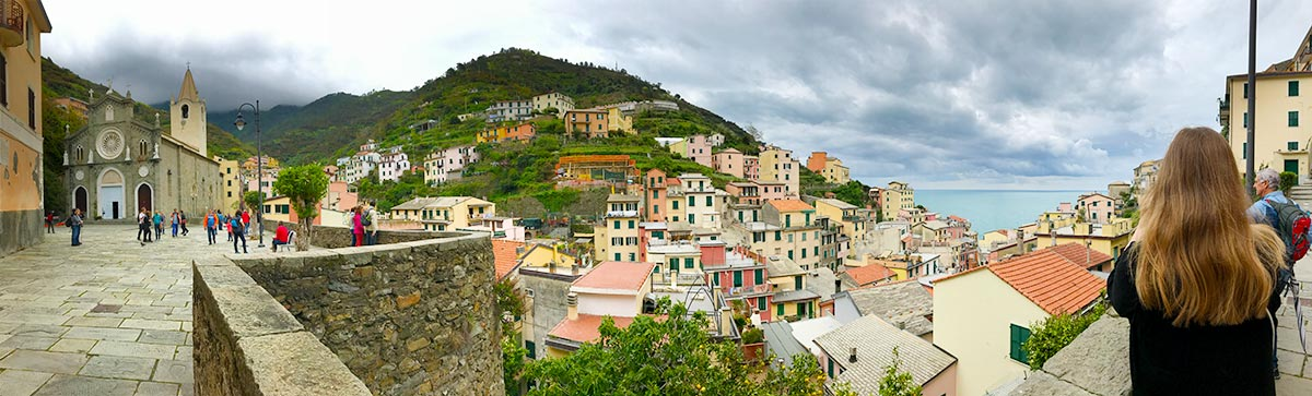 Panaroma view of Riomaggiore. Do you plan to visit the popular 5 villages that make up the Cinque Terre in Italy? But how can you travel on the Cinque Terre train and what is the Cinque Terre Pass? I explain how to use the Cinque Terre Card to travel by train to the Cinque Terre train station in this ultimate guide for Cinque Terre Train Travel