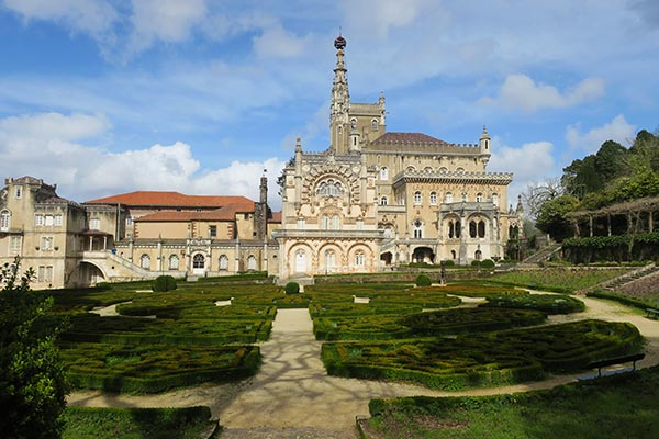 Bussaco Forest Portugal - the exterior and gardens of the Buçaco Palace hotel