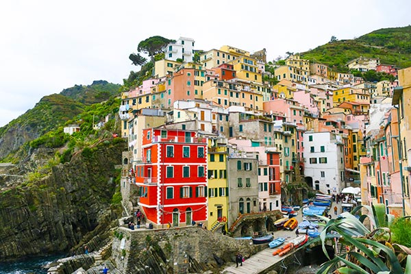 Do you want to stay in Cinque Terre Italy? Find the perfect place for staying in Cinque Terre with my guide to accommodation in Cinque Terre. Check my recommendations for each budget, from luxury hotels in Cinque Terre to rooms for rent and budget hostels in Cinque Terre.